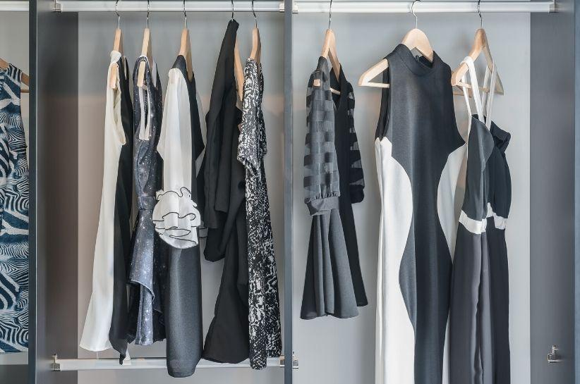 Cum să speli hainele alb-negru pentru a părea noi? Vă sfătuim!