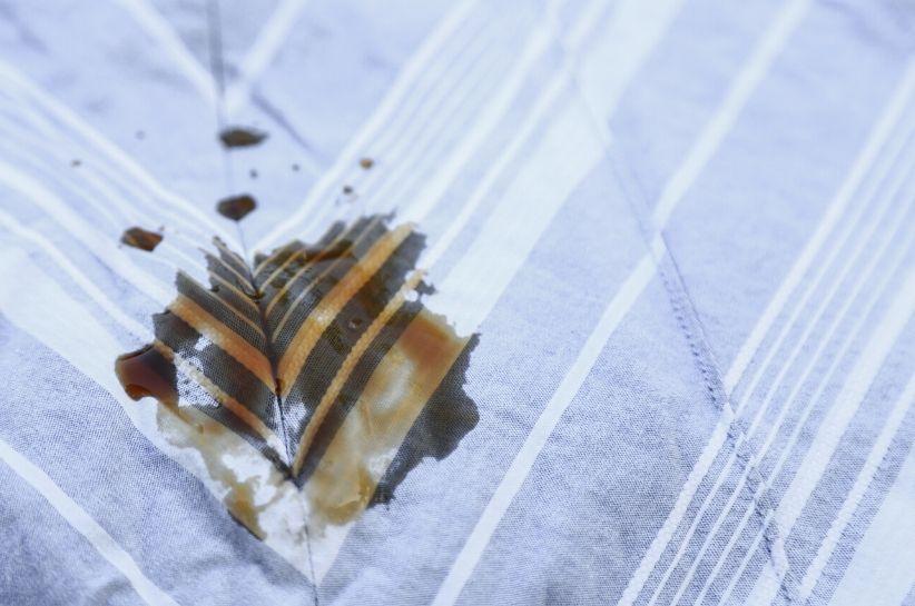 Cum se elimină petele de ceai? Datorită acestor metode, nu te vei teme de nicio murdărie!